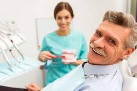 clinica dental personas mayores